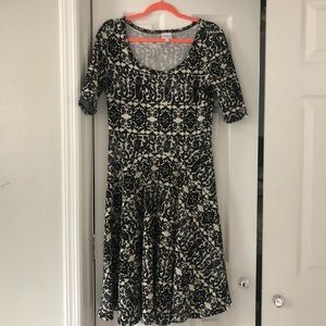 Black and White LuLaRoe Nicole Dress L
